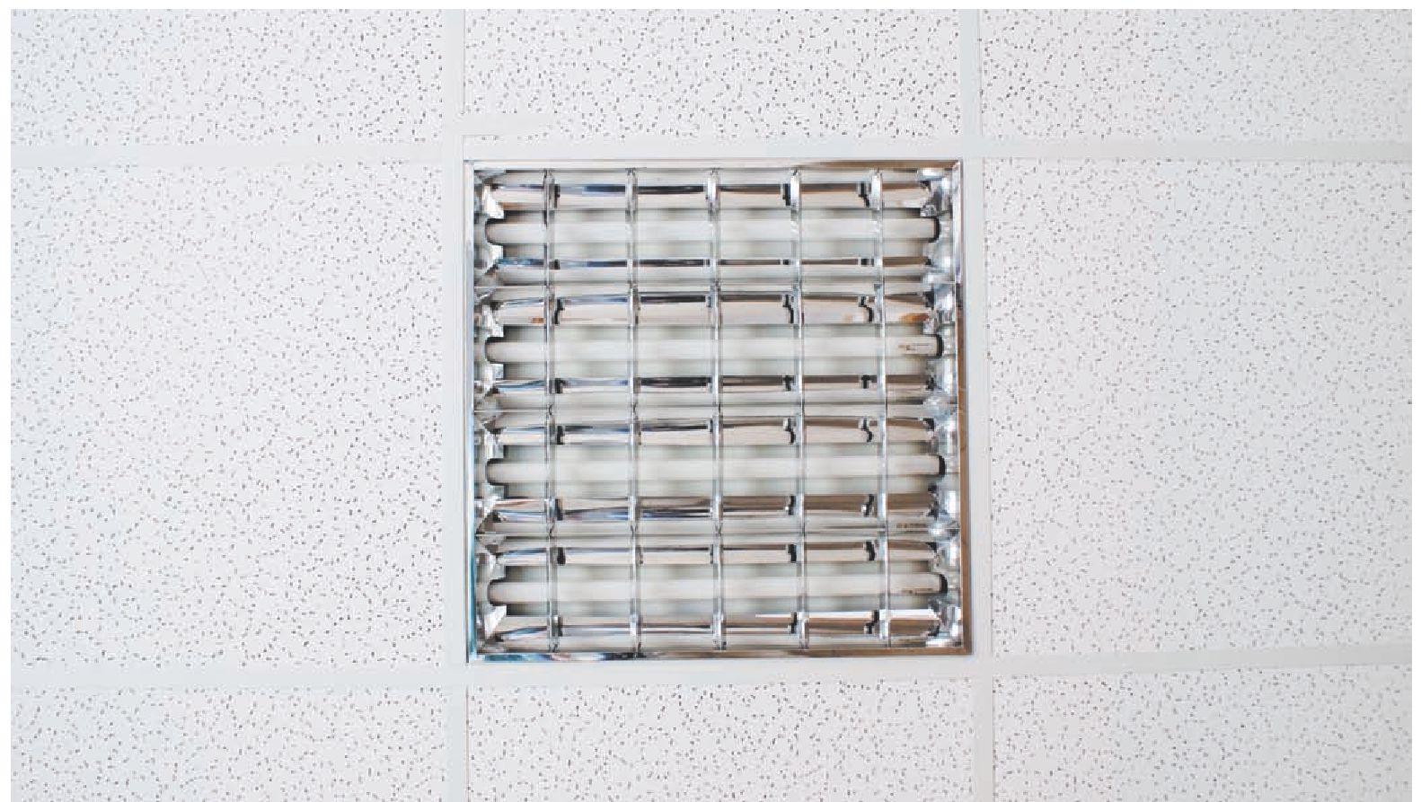 встраиваемый в потолок светильник